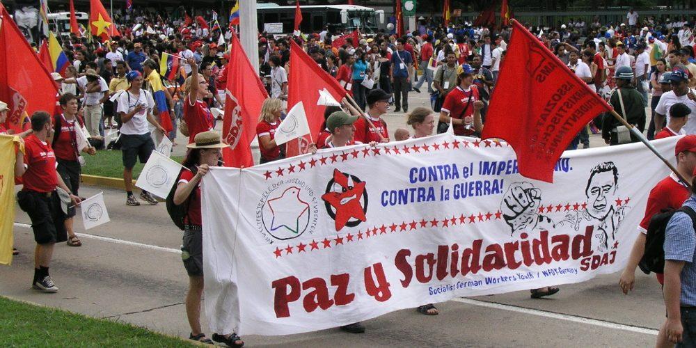 Mitglieder der SDAJ bei den Weltfestspielen 2005 in Caracas